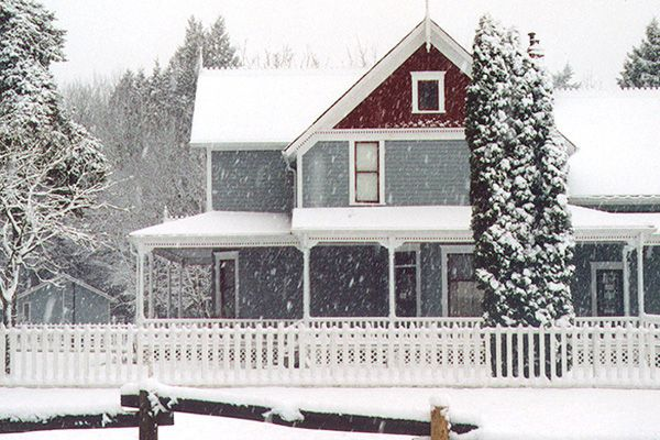 surrey-farm-house-snow