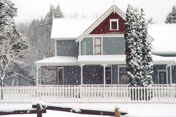 surrey-farm-house-snow