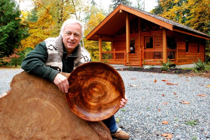 DSC_0926-Ken-Broadland-poses-outside-Heartwood-Studio-with-a-Western-Red-Cedar-bowl-turned-from-a-burl.contrast-1