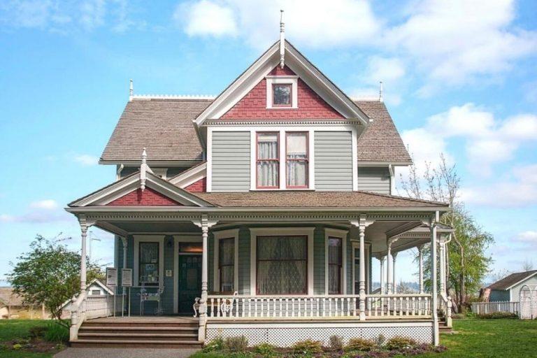 The farmhouse on a sunny morning 768x512